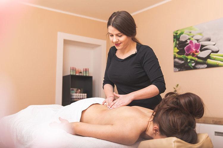 Massagen - Hot-Stone-Massage (ca. 60 Minuten) – 80,00 €Klassische Ganzkörpermassage:60 Minuten – 80 € / 90 Minuten – 100 €Entspannende Rückenmassage (ca 30 Minuten) – 50,00 €Fußreflexzonen-Massage (ca. 30 Minuten) – 60,00 €Sportmassage (30 Minuten) – 60,00 €Harmonisierende Aromaölmassage (Ganzkörpermassage)60 Minuten – 80,00 € / 90 Minuten – 100,00 €