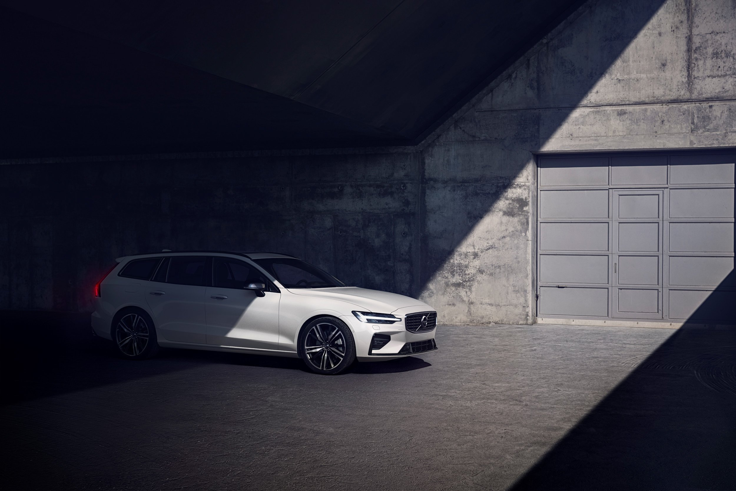 231024_Volvo_V60_R-Design.jpg