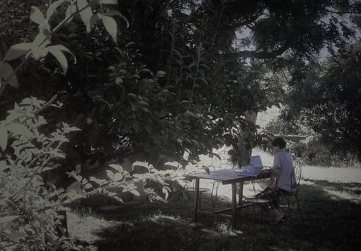 Heb je een manuscript geschreven en denk je dat het bij Gloude publishing of Out of the Book past, voel je dan vrij om de eerste vijftig pagina's per e-mail te sturen naar: manuscripten@xs4all.nl. - Voeg daarbij een overzicht met een biografie van jezelf, het genre, korte samenvatting van de inhoud, het aantal woorden van het gehele werk, en welke lezers je met het boek voor ogen hebt. Een manuscript goed beoordelen kost tijd dus het kan even duren voor je wat van ons hoort.