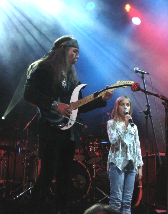 """UNDER A DARK SKY"" TOUR - ULI & daughter AKASHA) Raismes Fest, France, 14. Sept 2008"