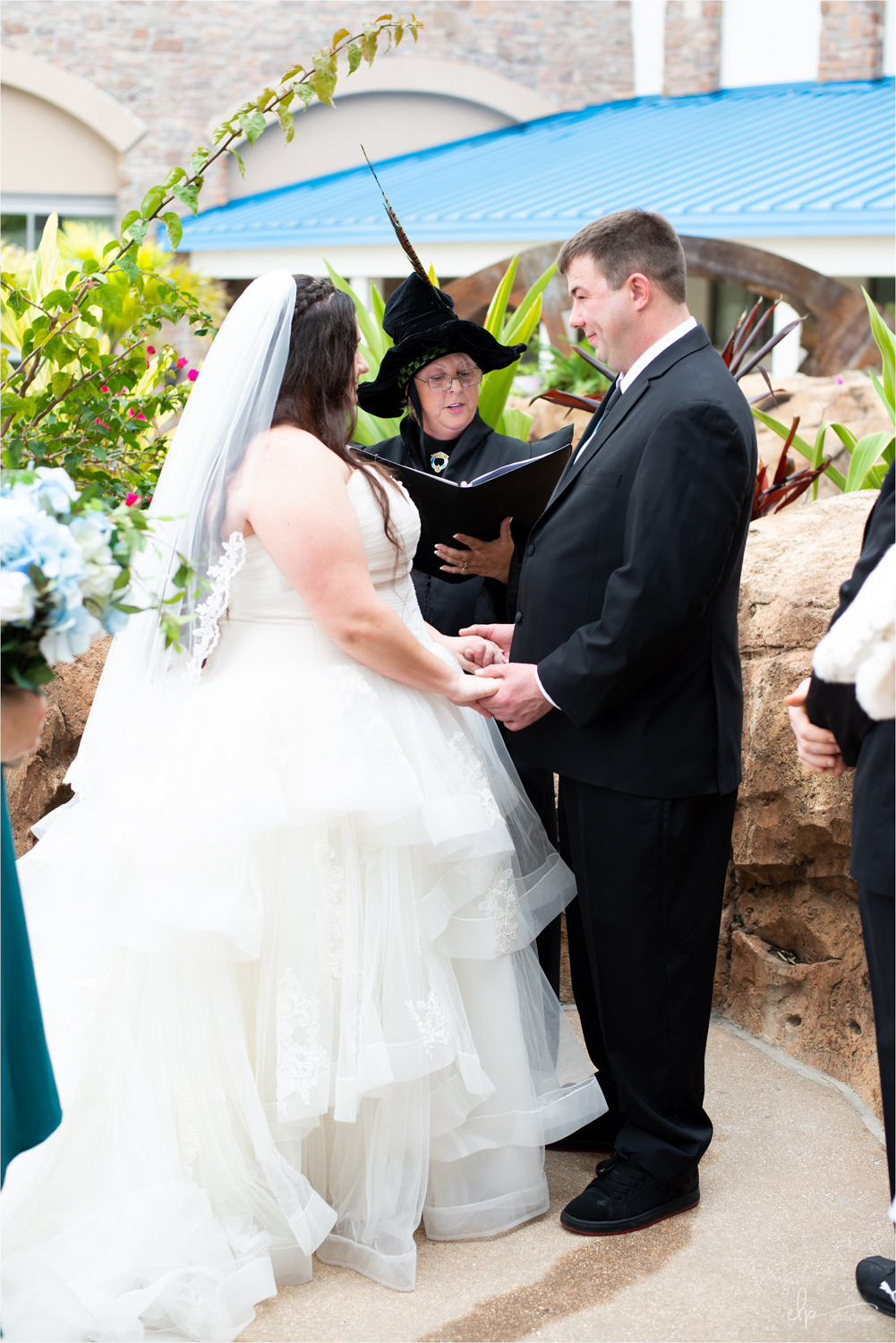 Getting married in florida wedding officiant marrying couple.