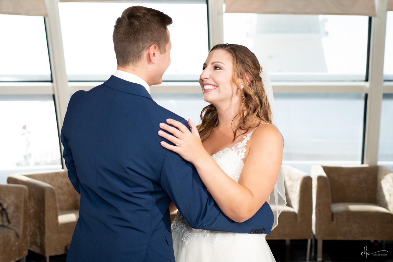 wedding photo ideas in outlook lounge on disney cruise