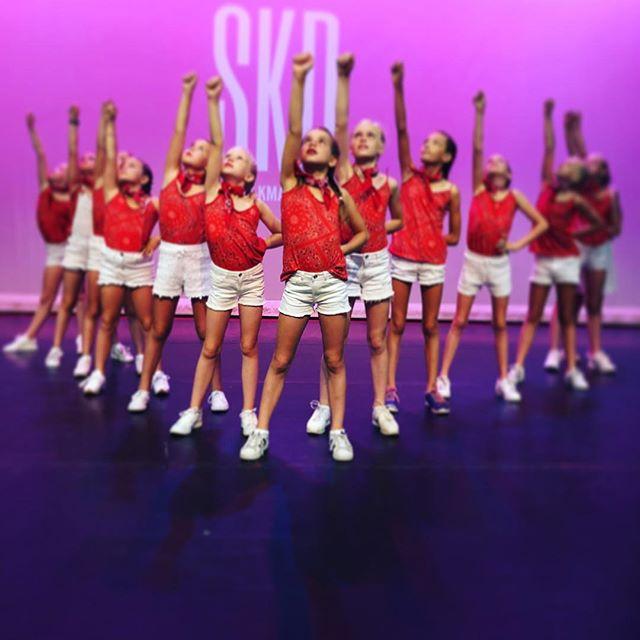 ❤️ happy kids #dancing #theater #show #skd #alkmaar #red #girlpower #fun #happyplace #hiphop