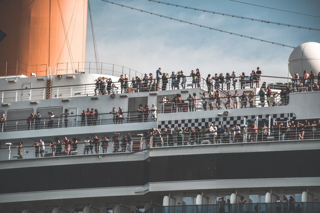 Noen typer turisme har nesten ingen positiv effekt på destinasjonen. Venezia er svært sårbar, og ble ikke bygd for ekstreme volum, Byen er i dag et skrekk-eksempel på overturisme.