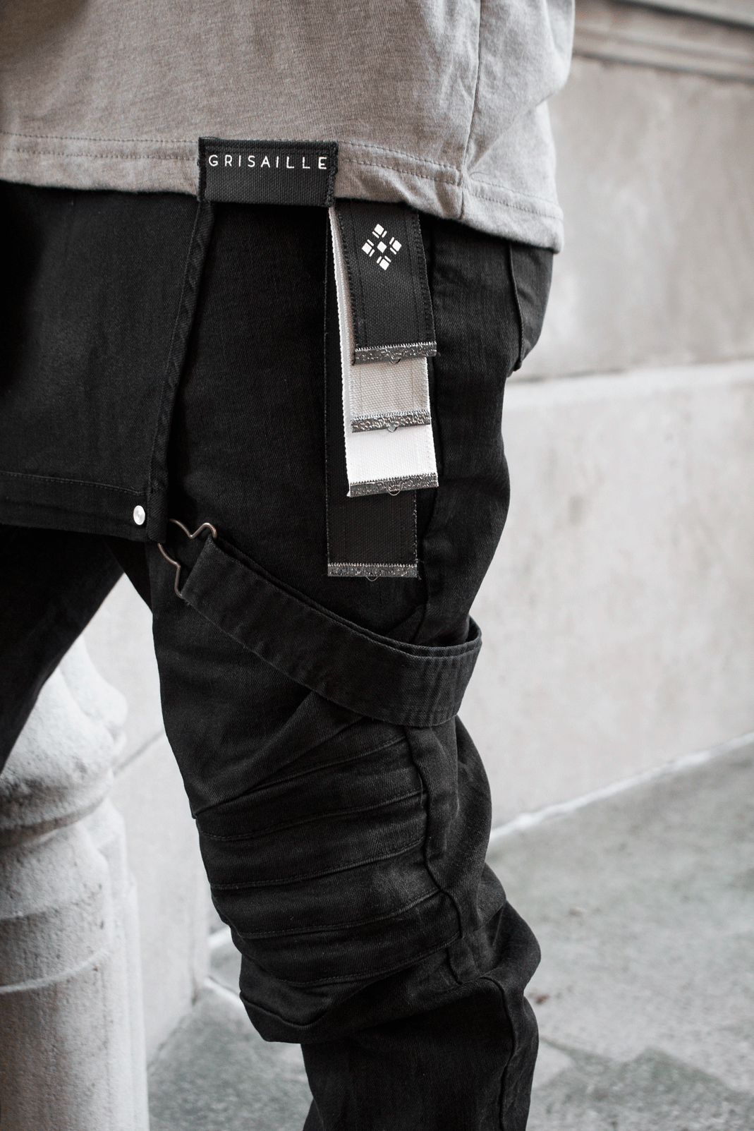 GRISAILLE KEYCHAIN