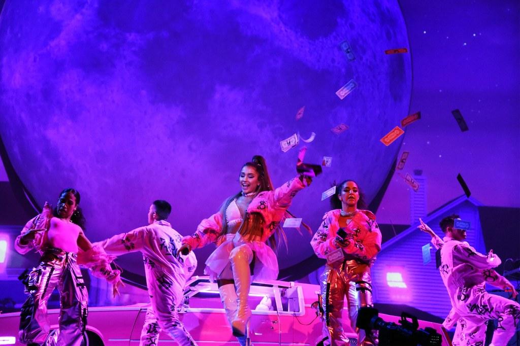 ariana-grande-sweetner-tour-opener-2019-2.jpg