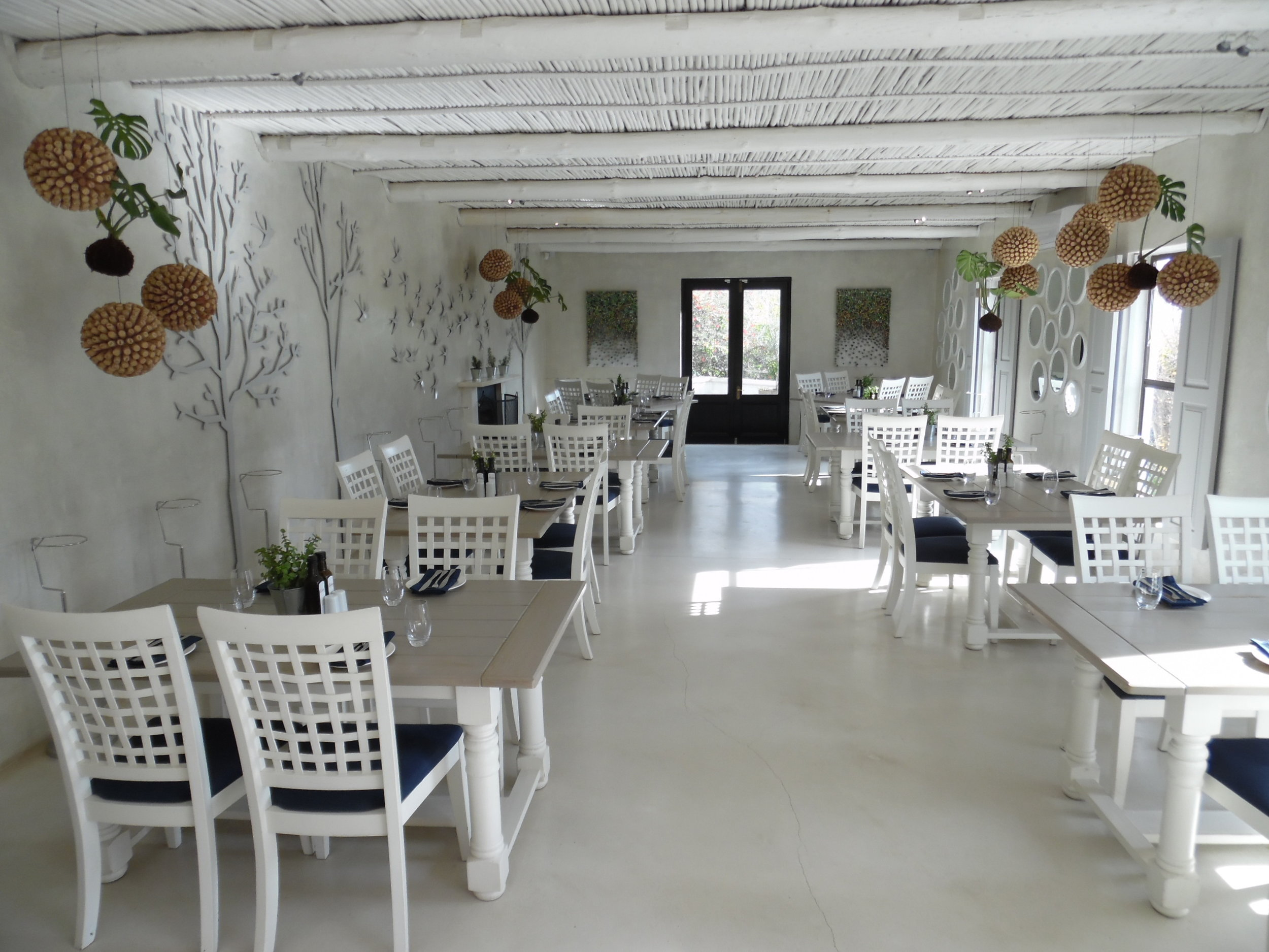 restaurantMontRochelle.JPG