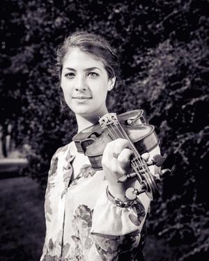 Alice Earll - violin