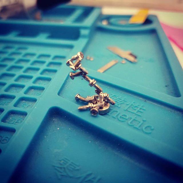 Why does the Samsung S10+ have some many screws! #samsung #s10plus #phonerepair #jenks #brokenarrow #tulsa #gadgetpro