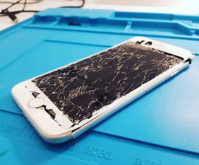Ouch! #brokeniphone #iphonerepair #tulsa #jenks #gadgetpro #datarecovery