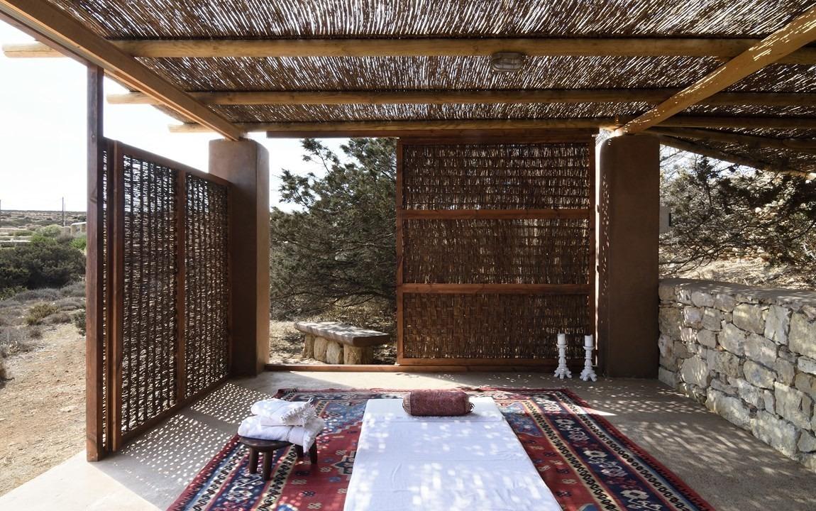 Villa Parathira_Massage Pergola_1150x720.jpg