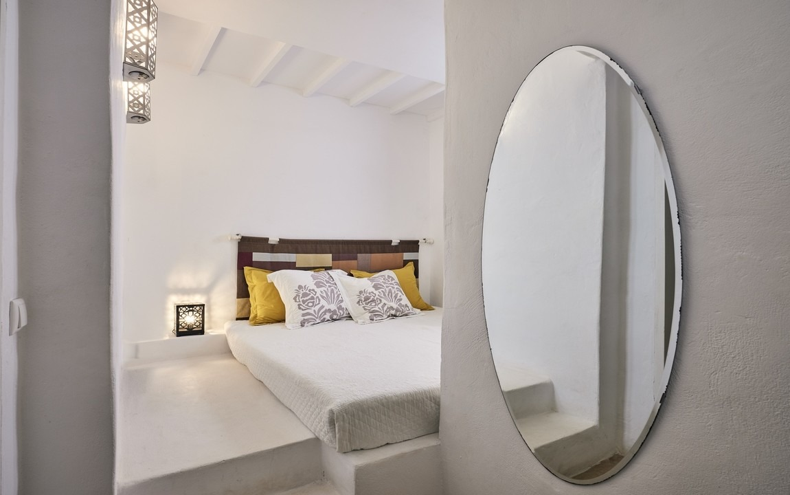 Private room with Shared Bathroom - $3050 (Sold Out) - Get cozy in this small room on the lower level of one of our luxury villas. A great option for anyone who wants privacy at a lower price point.