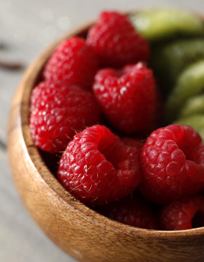 DetoxSmoothie_berries.jpg