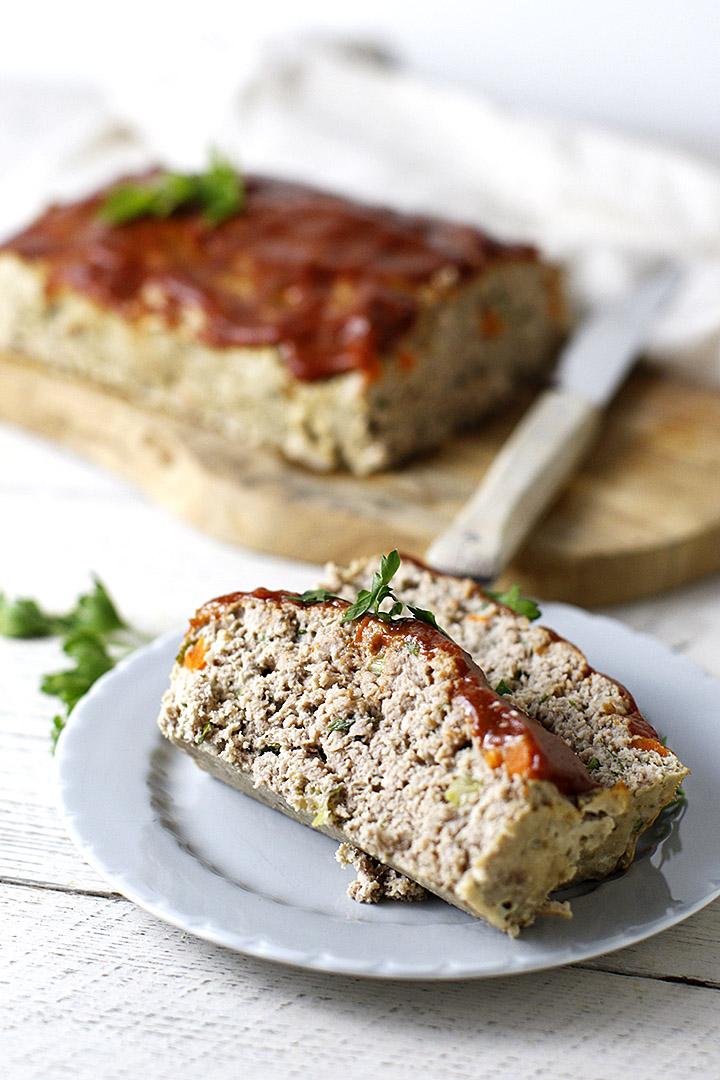 Paleo meatloaf made with a blend of turkey, beef, veggies and herb. Topped with a catsup glaze!