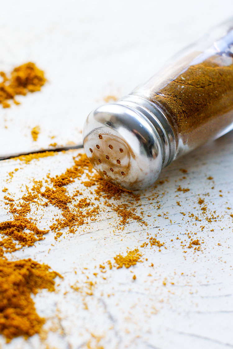 A spice blend made with 5 ingredients and loaded with health benefits! Add this mix to chicken, sautéed veggies and sweet potato fries for easy, amazing flavor. #healthy #spices