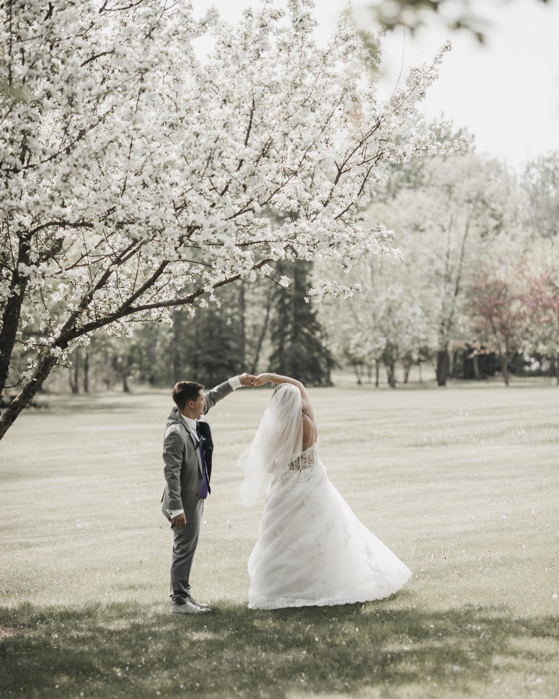 Taylor & Dakota | Greystone Gardens Bed & Breakfast | Edmonton Wedding Photographer
