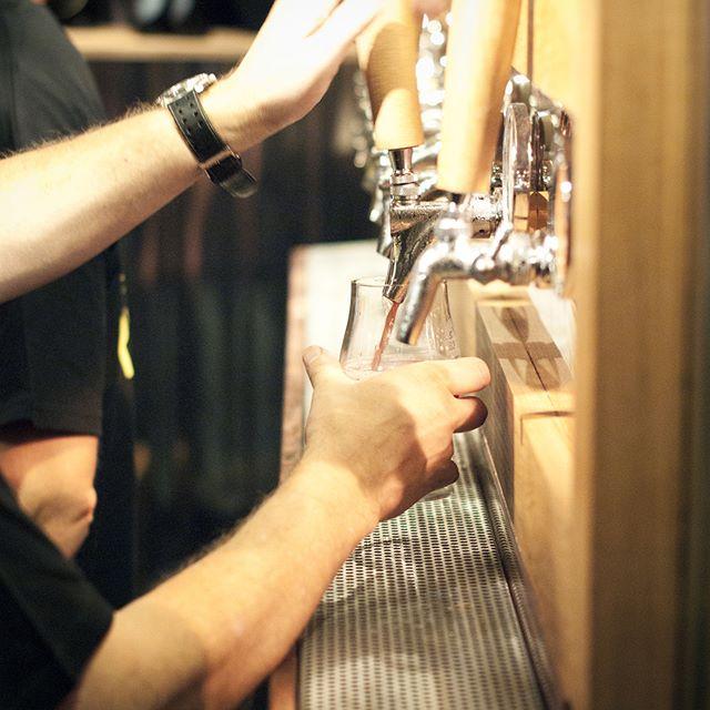 Bläddra åt höger för att bekanta dig med några av de bryggerier som deltar i Adelsö Ölfestival 2018 👉🏼