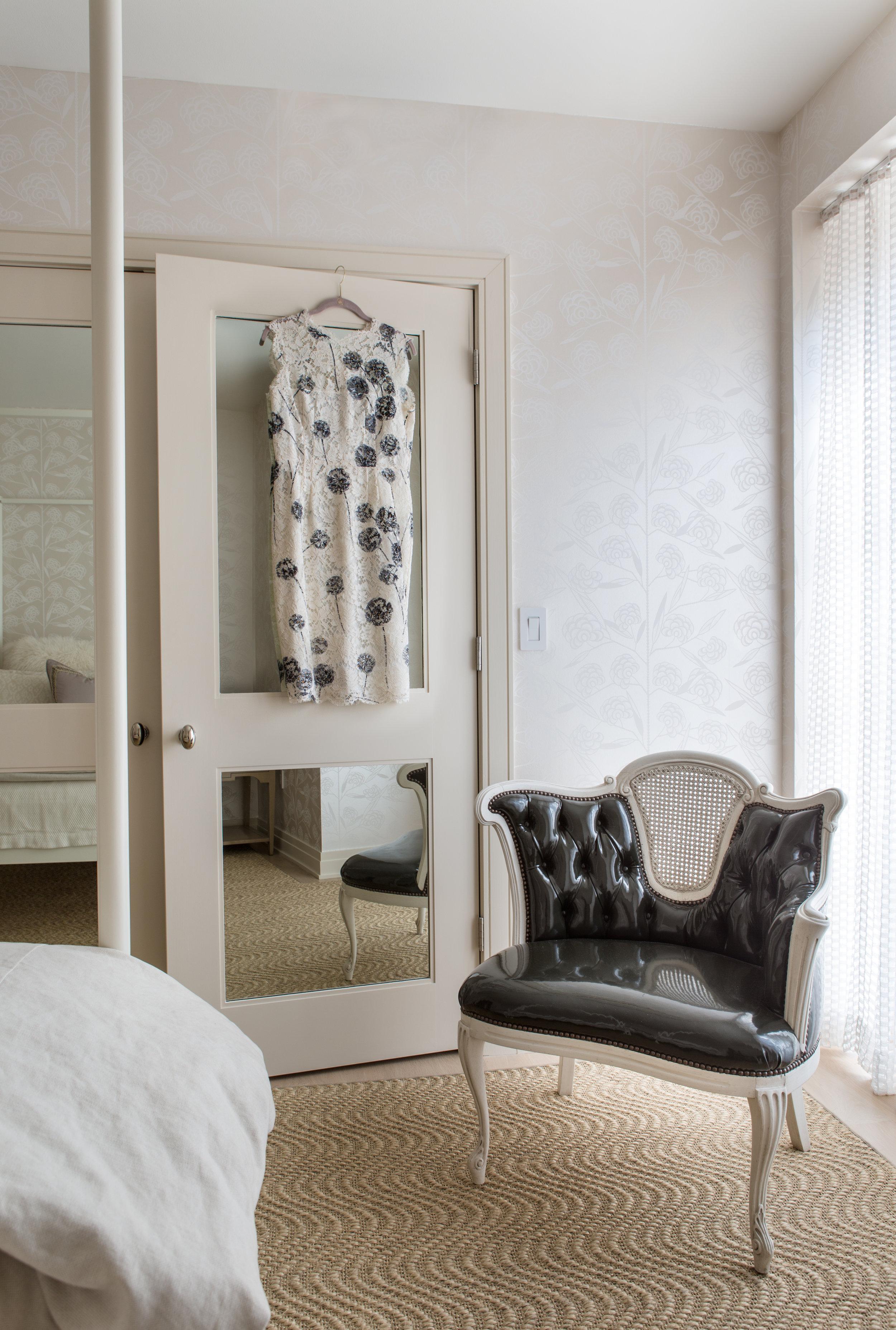 Montrose pied a terre bedroom // Huntley & Co.