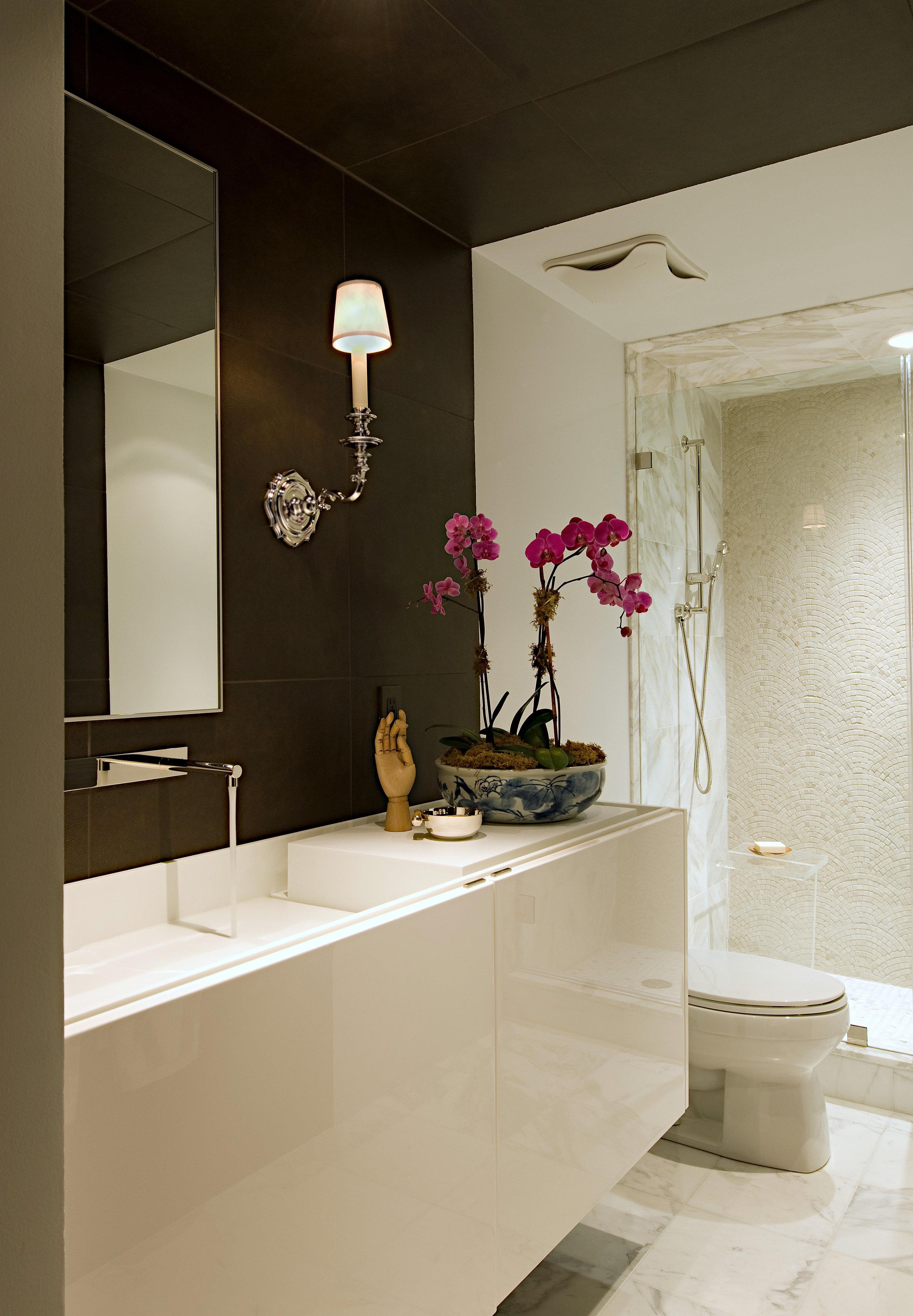modern Georgetown guest bath // Tricia Huntley