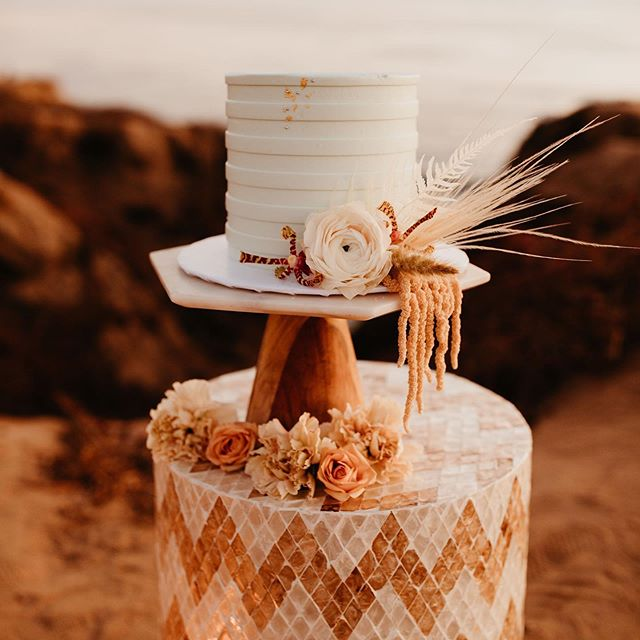 Sweet Dreams.😴🌊🌾 #californiadreaming #planprepparty ____ planning: @planprepparty | photography: @kamiolavarria | florals: @ahrflorals | letterpress: @lovelybonespaperie | cake: @frostmegourmet | rentals: @conceptseventdesign | bridal: @christinasfez | headpiece: @jenniferbehr | menswear: @friartux | engagement ring: @thediamonddaughters | clean-up: @rapidocleaning | real couple: @vanessadoubt @jamallnightlong ____ #weddingcake #californiacoastal #weddingplannersgonnaplan #bleachedblooms #goldenhour #californiaweddingplanner #destinationwedding #sunsetcliffswedding #engaged #beachwedding #westcoastwedding #buttercream #weddingdessert #designcreatestyle #socalwedding #californiaweddings #socalweddingplanner #californiaweddings #losangelesweddingplanner #californiadestinationwedding #socalweddingcoordinator #destinationweddingplanner #californiaeventplanner #weddingplanner #sdweddingplanner  #sandiegoweddingplanner #celebrateeverything #sandiegoweddingcoordinator