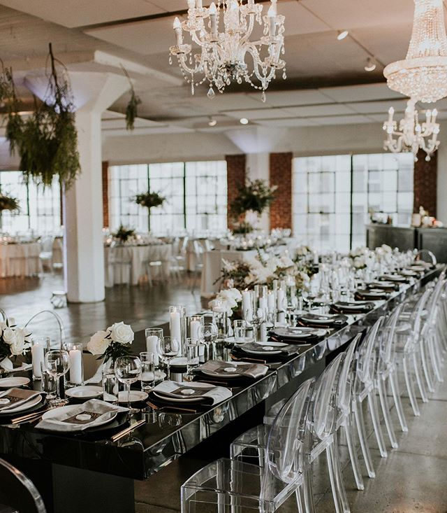 Clearly, Black▪️+White▫️ will always be one of my absolute favorite color schemes. Accented with mixed metallics, ghost chairs👻 and hanging greenery🌿 elevates this palette to a showstopping level.🖤🙌🏾❕ ___ Planning: @planprepparty Photography: @jamilaree_photo  Florals: @waldenfloral  Rentals: @mtb_event_rentals Venue: @hudsonloft  Newlyweds: @danielle.spencerr + @spence_lb  ___ #weddingplanner #blackandwhitewedding #weddingplannersgonnaplan #ghostchairs #weddingchandelier #goldflatware #velvetnapkins #receptiondecor #weddingcandles #destinationwedding #designcreatestyle #socalwedding #hudsonloftwedding #socalweddingplanner #alwaysbeplanning #weddingpro #californiaweddings #weddingreception #sandiegoweddingplanner #palmspringsweddingplanner #losangelesweddingplanner #labride #lawedding #fromdarktoclark #californiaweddingplanner #destinationweddingplanner #westcoastwedding #theknotbestofweddings #weddingdesigndetails #planprepparty