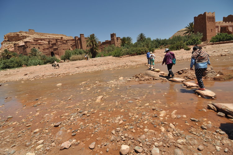 Crossing the rocks to enter Ait Ben Haddou