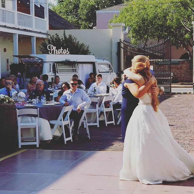 Mother and daughter dance!! . . . . . . .  #bride #groom #wedding #love #weddingday #weddinginspiration #weddingparty #photobooth #photography #staugustineweddings #stafla #staugustinebeach