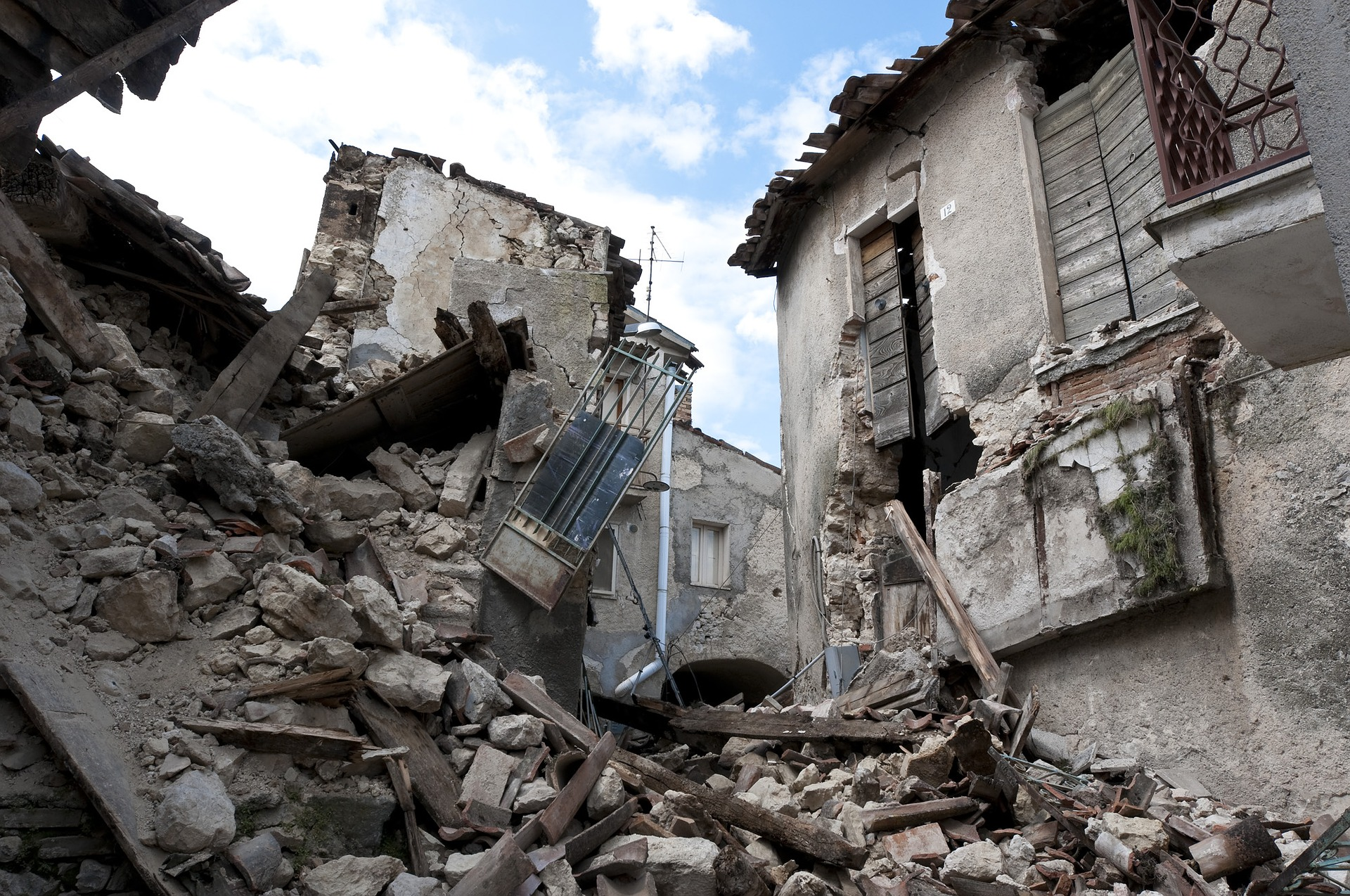 earthquake-1665870_1920.jpg