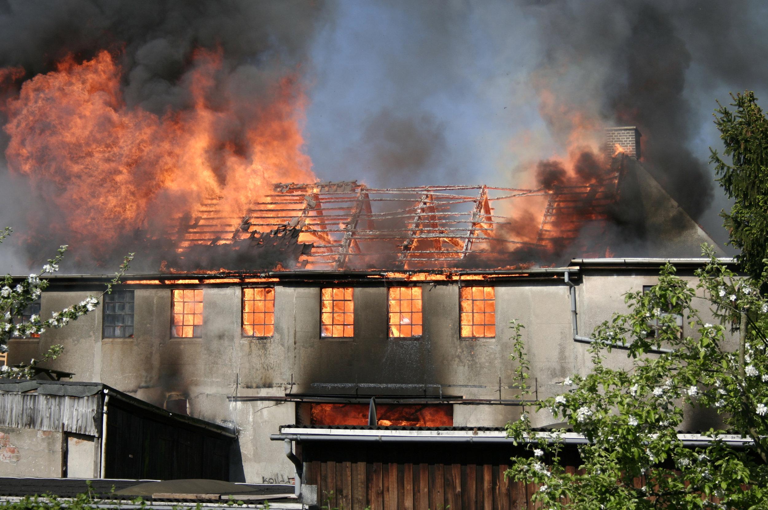 building-on-fire-1211010.jpg