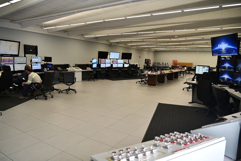 22 Interior Control Room Exposed Double T v2.png