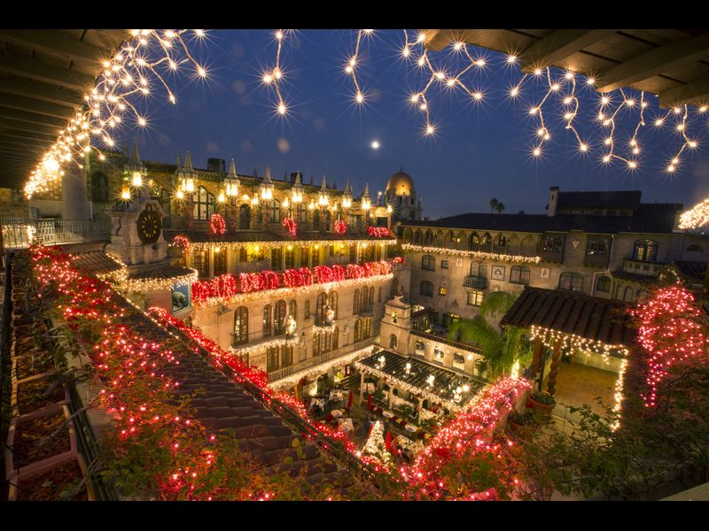 Gaze at the holiday lights on a weekend escape to the Mission Inn in Riverside- Los Angeles Times