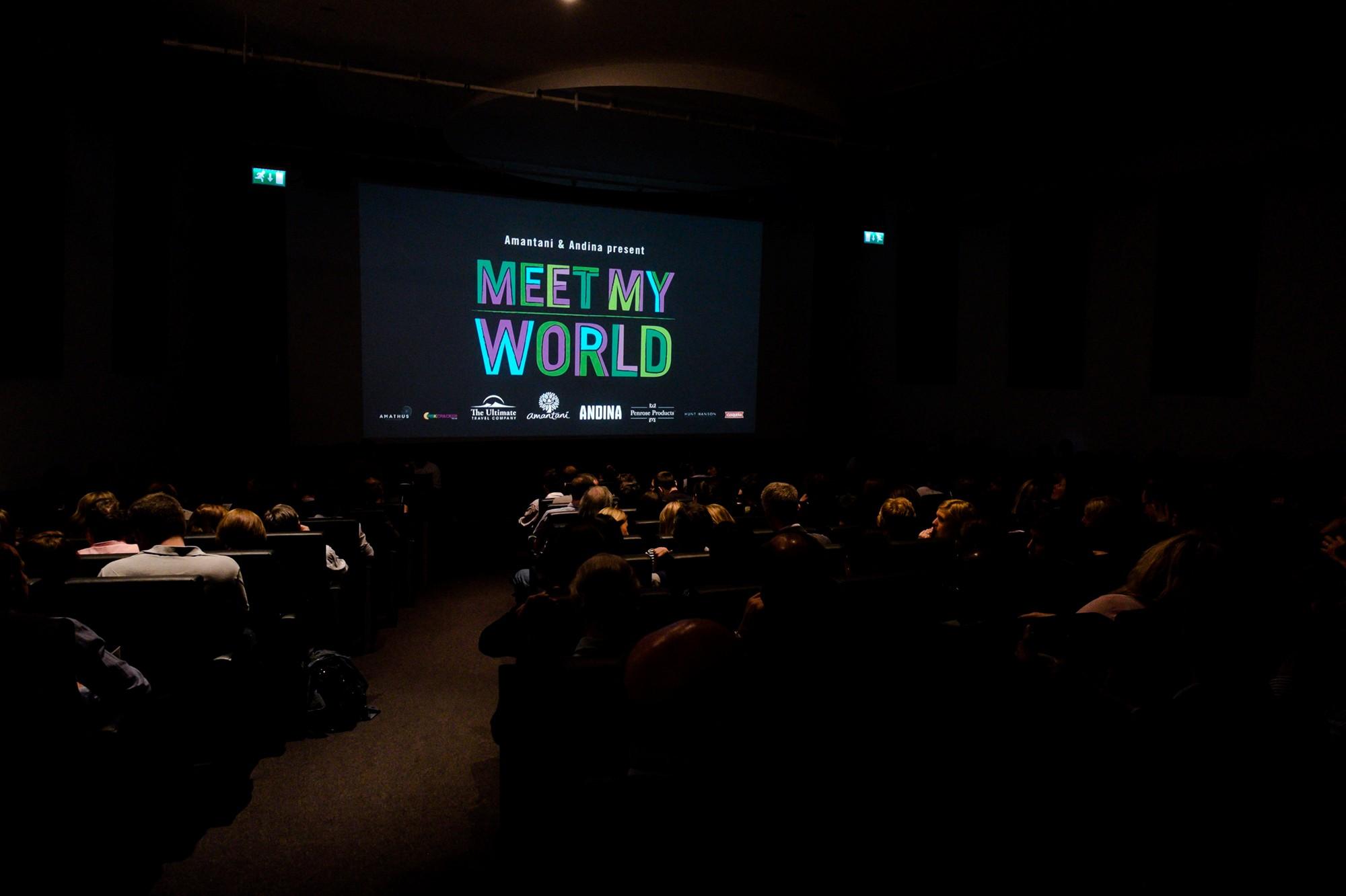 Los 600 invitados toman sus asientos listos para las películas que se mostrarán por primera vez.  (Foto: Melissa North)
