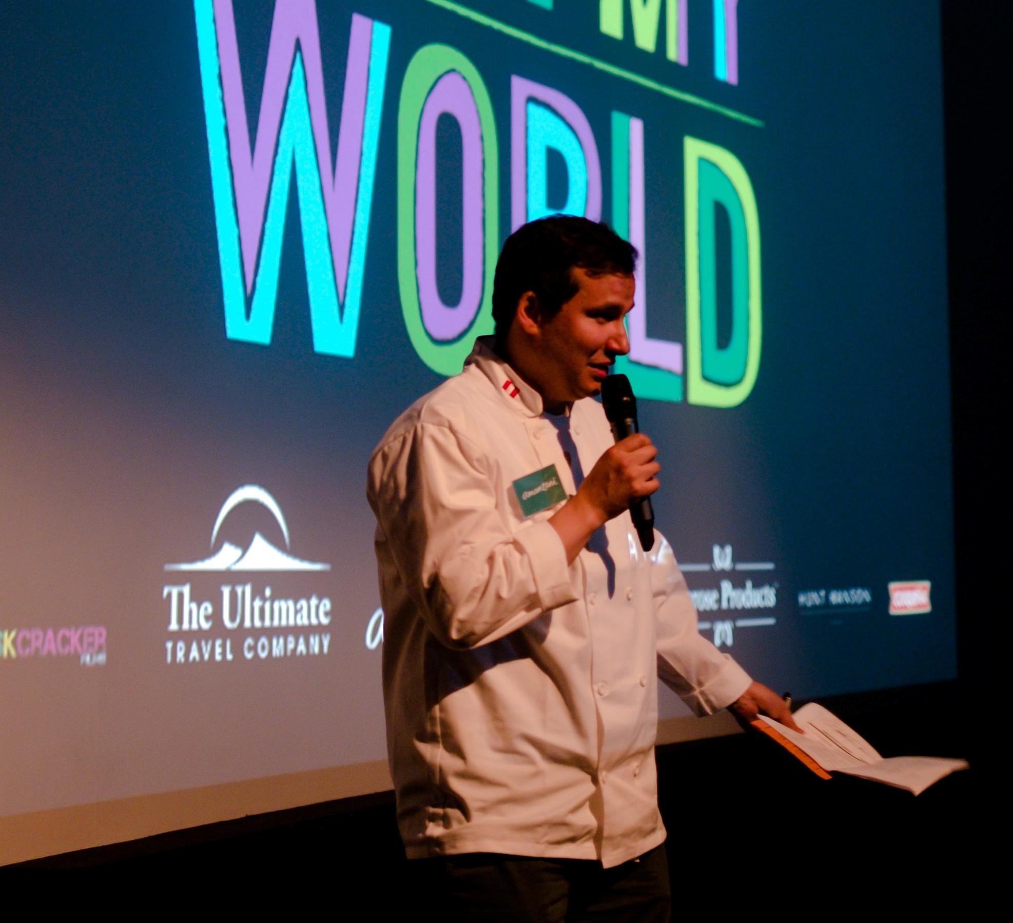Martin Morales guía a los invitados a través de la experiencia culinaria.  (Foto: Melissa North)