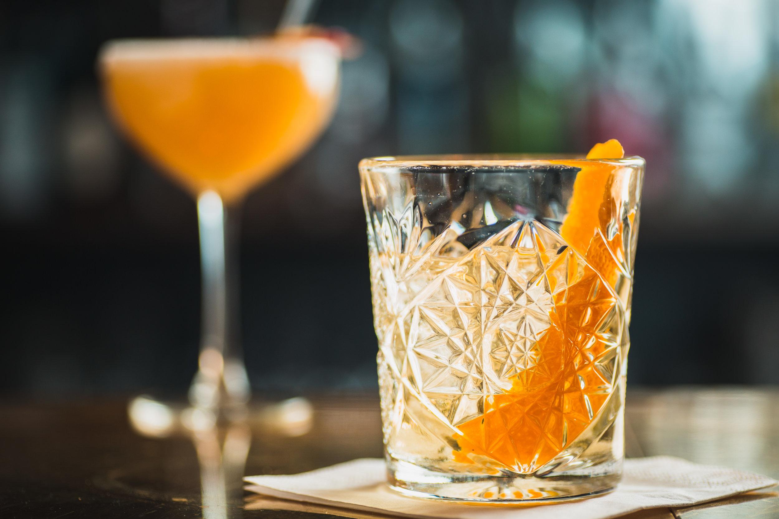 Quality-Hotel-Friends-BrasserieX-orange-bar.jpg
