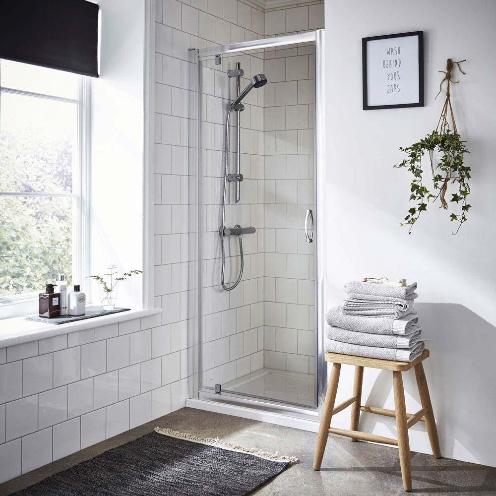 Shower Bathroom Tiles Minimal Ivy Plant Towels