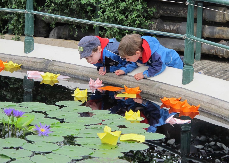 4-kew-gardens-origami-lily-water.jpg