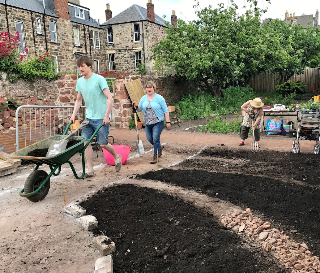 6-workshop-gardeing-community-dunbar-north-light-arts-backlands-garden.jpg
