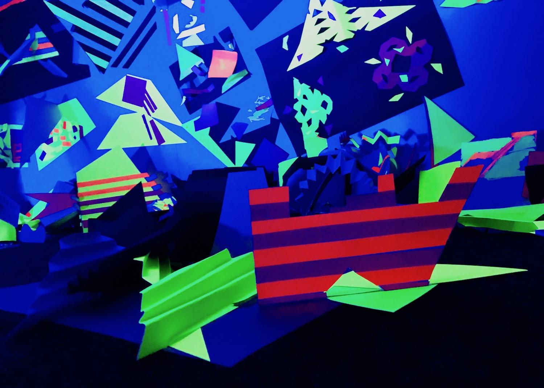 2-v-and-a-dundee-v-&-a-light-art-opening-event-black-light-u-v-ultra-violetjpg.jpg