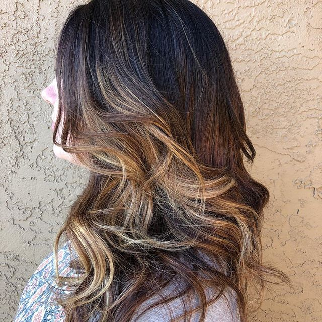 One of my favorites...#easybayhairstylist #latherandrinsesalon #carmelmacchiatohair #balayage #licensedtocreate #balayageombre #925hairstylist #brentwoodca #eastbaysalon #eastbaystylist #lovewhatyoudo Hair by @irunwithscissorz74