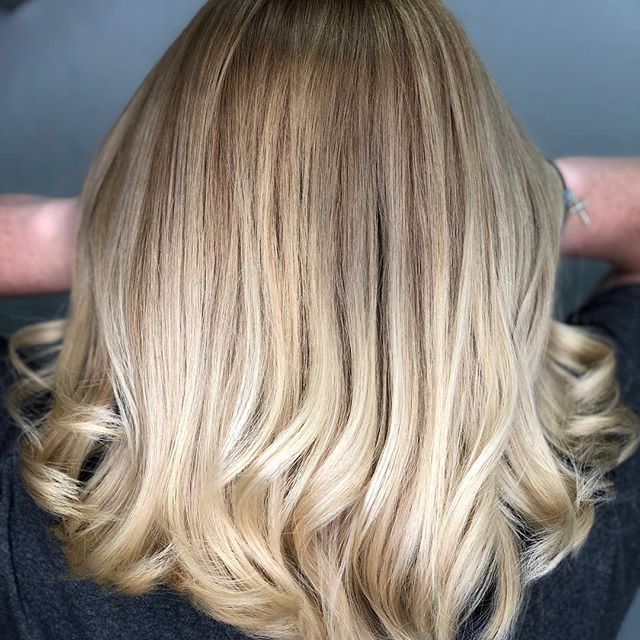 #balayage #bestofbalayage #licensedtocreate #creamyblonde #seamlesshair #easybayhairstylist #downtownbrentwood #eastbayhairstylist #eastbaysalon #925hairstylist #925hairsalon Hair by @irunwithscissorz74