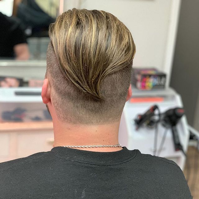 G U Y L I G H T S💇🏼‍♂️ #hairstyles #hairtransformation #menscutting #haircut #hairworld #hairart #blondeforsummer #highlights #guyslights #paulmitchell