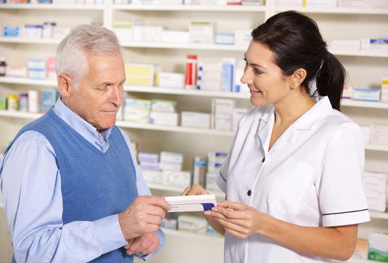 Pharmacist_helping.jpg