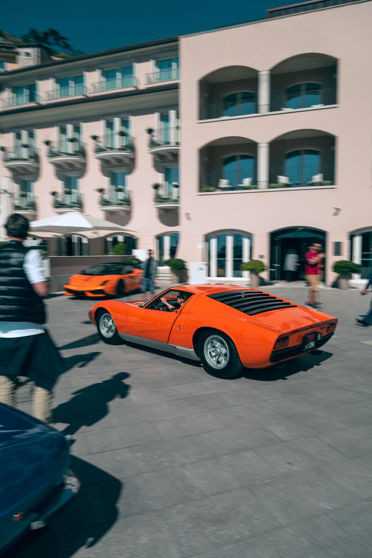 Lamborghini Miura accelerates in front of Falisia Resort.