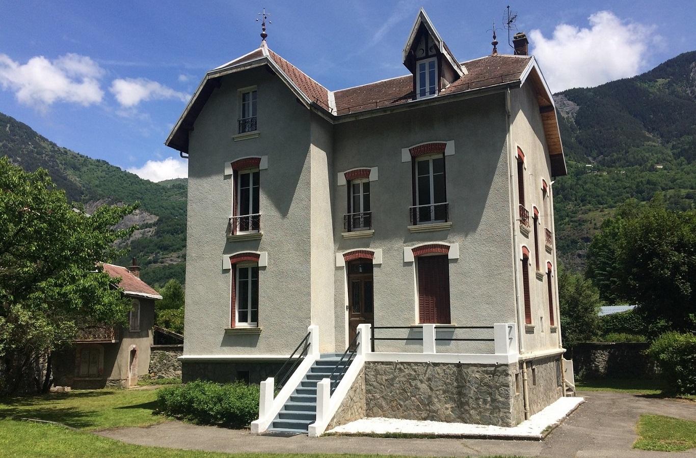 Maison Republique    Read more
