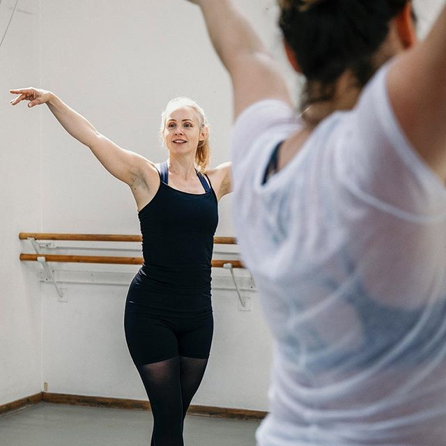 A preview of the ballet class I documented held by @royalacademyofdance for @hermovemag 👯♀️ . #kentcreative #kentphotography #tunbridgewellsbusiness #tunbridgewellsbeauty #tunbridgewellsphotographer #tunbridgewellsmums #tonbridgebusiness