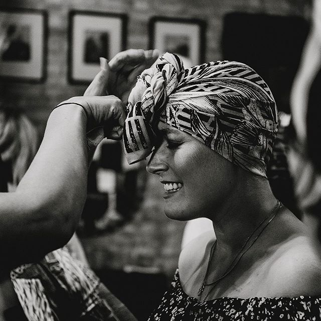 The gorgeous @georgieeswallow having a scarf wrapped by @braveryco at the @cancer.chicks X @trekstock Style Night 💛 . #freelancekent #freelancephotographer #charityevent #charityeventphotographer #tunbridgewells #tunbridgewellsmums #tunbridgewellsbusiness #tunbridgewellsevents