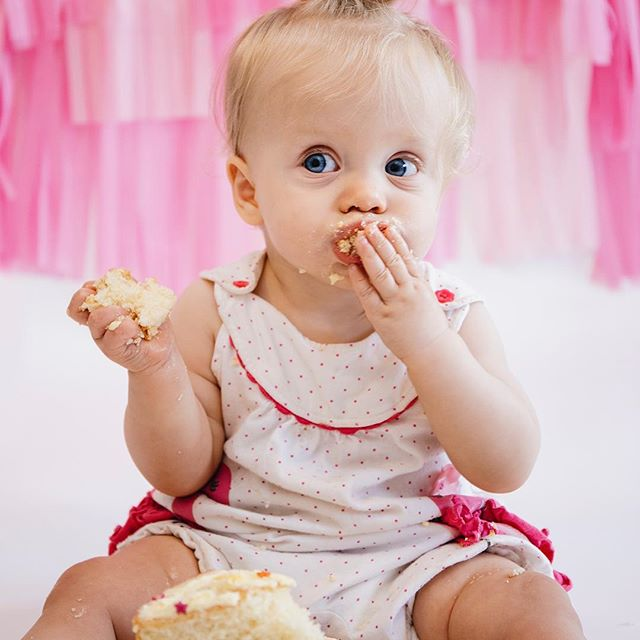 CAKE SMASH 🎂 . Does your little one have a birthday coming up? Why not celebrate with a cake smash photo session for £100? . Feel free to DM me if you would like to discuss 🤗 . #kentcreative #kentphotography #tunbridgewellsbusiness #tunbridgewellsphotographer #cakesmash #cakesmashphotography #babyphotoshoot #babyphotographerkent #familyphotographerkent #babyphotographertunbridgewells #mobilephotostudio #tunbridgewellsmums #tunbridgewellsphotography #tonbridgebusiness #tonbridgemums