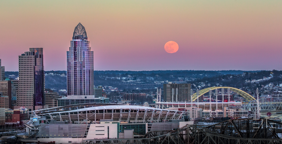 Super Blood Wolf Moon Rising Over Cincinnati, Ohio Elle Pollard 2019