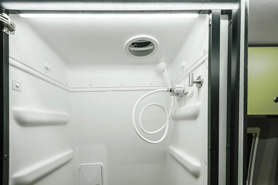 rv-shower-18.jpg