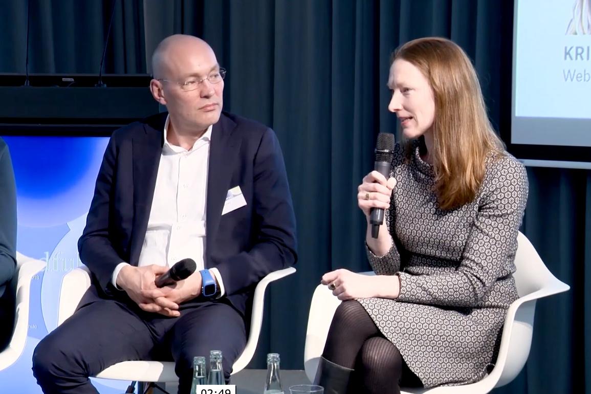Wandel in Organisationen durch Achtsamkeit - Svea von Hehn u.a. mit Peter Bostelmann darüber, was es praktisch bedeutet, Achtsamkeit in Organisationen zu bringen (1. Mindfulness Konferenz, Quadriga Berlin, 2018)